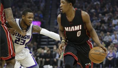 Sacramento Kings guard Ben McLemore, left, fights through a pick as he guards Miami Heat guard Josh Richardson during the first quarter of an NBA basketball game, Wednesday, Jan. 4, 2017, in Sacramento, Calif. (AP Photo/Rich Pedroncelli)