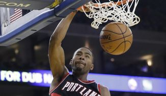 Portland Trail Blazers' Maurice Harkless (4) dunks against the Golden State Warriors during the first half of an NBA basketball game Wednesday, Jan. 4, 2017, in Oakland, Calif. (AP Photo/Marcio Jose Sanchez)
