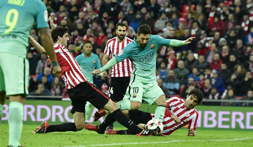 FC Barcelona's Lionel Messi, center, tries to controls the ball between Athletic Bilbao's Xabier Etxeita and Mikel San Jose, right, during the Spanish Copa del Rey, 16 round, first leg soccer match, between FC Barcelona and Athletic Bilbao, at San Mames stadium, in Bilbao, northern Spain, Thursday, Jan.5, 2017. FC Barcelona lost the match 2-1. (AP Photo/Alvaro Barrientos)