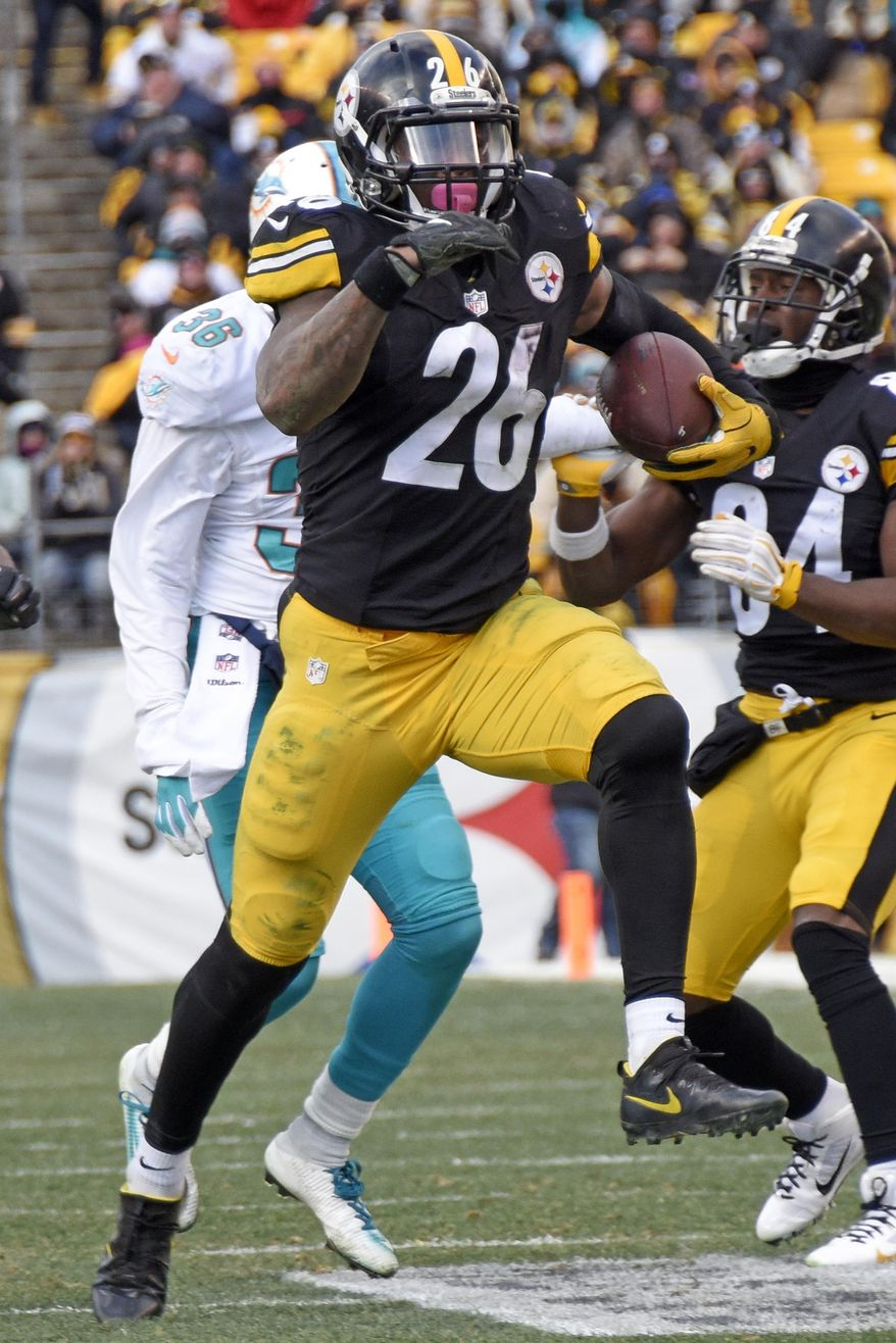 Pittsburgh Steelers running back Le'Veon Bell (26) carries the ball during the second half of an AFC wild-card NFL football game against the Miami Dolphins in Pittsburgh, Sunday, Jan. 8, 2017. (AP Photo/Don Wright)