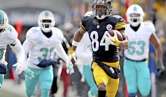 Miami Dolphins' Michael Thomas (31) and Jelani Jenkins (53) fail to stop Pittsburgh Steelers' Antonio Brown on his way to score a touchdown in the first half of an AFC wild-card NFL football game in Pittsburgh on Sunday, Jan. 8. 2017. (Charles Trainor Jr/South Florida Sun-Sentinel via AP)