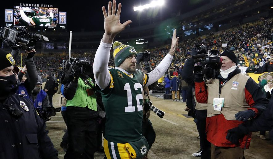 Green Bay Packers quarterback Aaron Rodgers (12) wave to fans after an NFC wild-card NFL football game against the New York Giants, Sunday, Jan. 8, 2017, in Green Bay, Wis. The Packers won 38-13. (AP Photo/Matt Ludtke)