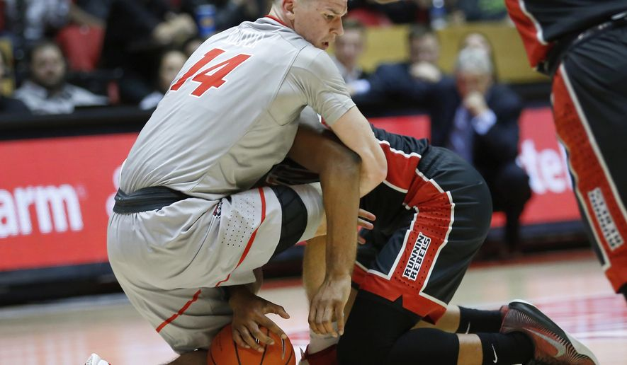 New Mexico's Dane Kuiper, left, tries to come up with a loose ball against New Mexico's Uche Ofoegbu during the second half of an NCAA college basketball game, Tuesday, Jan. 10, 2017, in Albuquerque, N.M. (AP Photo/Eric Draper)