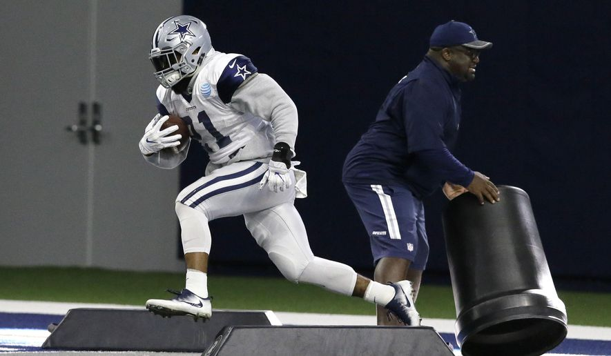 Dallas Cowboys running back Ezekiel Elliott (21) runs a drill during an indoor NFL football practice at the team's headquarters in Frisco, Texas, Wednesday, Jan. 11, 2017. The Cowboys face the Green Bay Packers in the NFL playoffs this Sunday. (AP Photo/LM Otero)