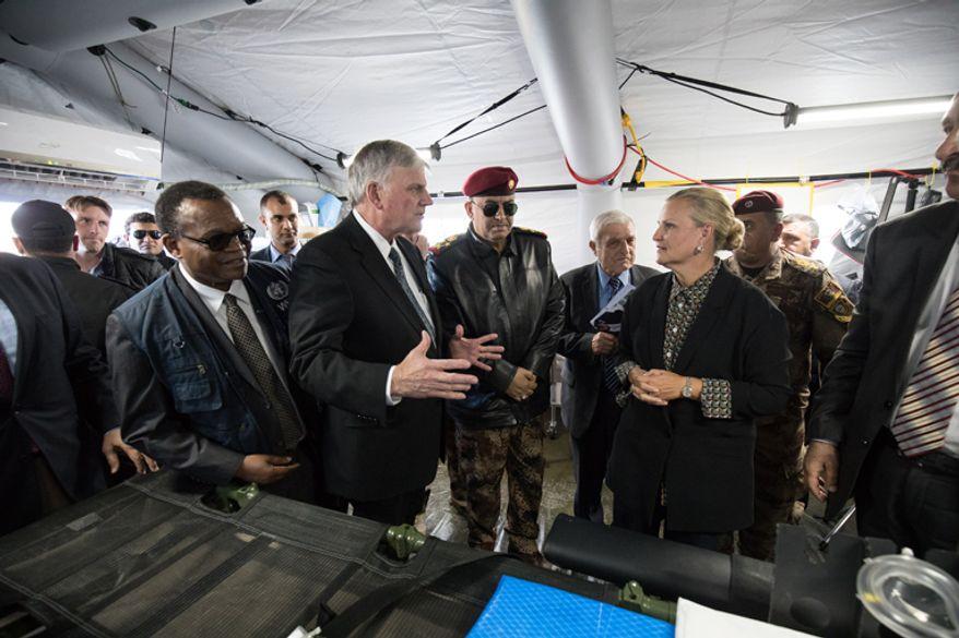 Franklin Graham speaks with dignitaries, including U.N. Humanitarian Coordinator for Iraq Lisa Grande, at the Samaritan's Purse field hospital on the Plains of Nineveh in Iraq. Image courtesy of Samaritan's Purse.