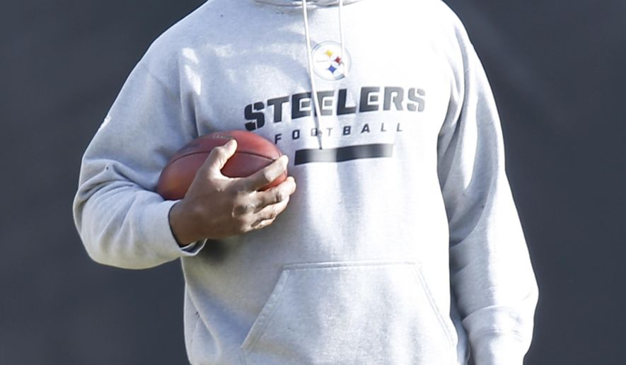 CORRECTS THAT THE ALTERCATION WAS OUTSIDE A PITTSBURGH BAR, NOT A MIAMI BAR AS ORIGINALLY SENT -  Pittsburgh Steelers linebackers coach Joey Porter works with players during an NFL football practice, Friday, Jan. 13, 2017, in Pittsburgh. Porter is back with the team in time for Sunday's playoff game in Kansas City after several charges were dropped following an altercation outside a Pittsburgh bar last weekend. The Steelers face the Kansas City Chiefs in an AFC Divisional NFL playoff game on Sunday. (AP Photo/Keith Srakocic)