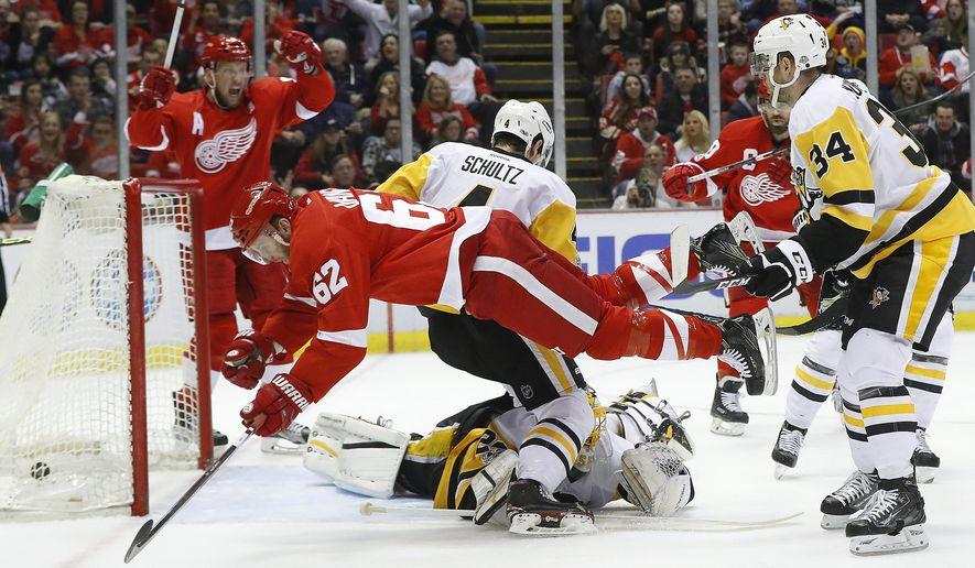Detroit Red Wings' Thomas Vanek (62) scores against Pittsburgh Penguins goalie Marc-Andre Fleury (29) in the second period of an NHL hockey game Saturday, Jan. 14, 2017, in Detroit. (AP Photo/Paul Sancya)