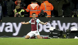 West Ham United's Manuel Lanzini celebrates scoring his side's third goal of the game during their English Premier League soccer match against Crystal Palace at the London Stadium, London, Saturday, Jan. 14, 2017.(Steven Paston/PA via AP)