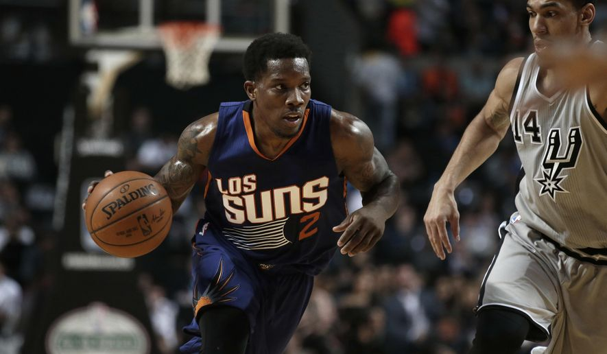 Phoenix Suns Eric Bledsoe, left, dribbles the ball as San Antonio Spurs Danny Green follows him, in the first half of their regular-season NBA basketball game in Mexico City, Saturday, Jan. 14, 2017. (AP Photo/Rebecca Blackwell)