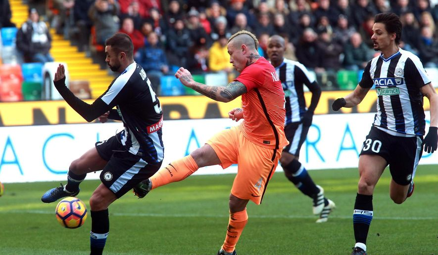 Roma's Radja Nainggolan, center, scores his first side goal during the Italian Serie A soccer match between Udinese and Roma at the Friuli stadium in Udine, Italy, Sunday Jan. 15, 2017. (/ANSA via AP)