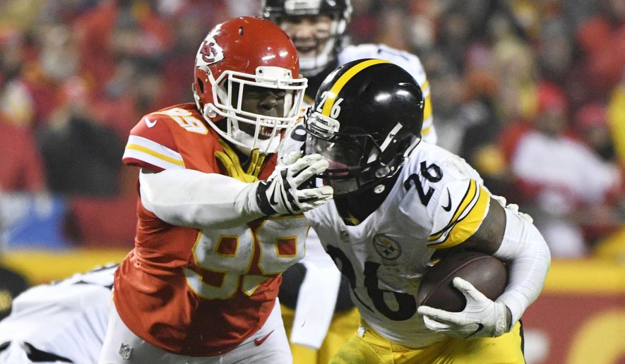 Pittsburgh Steelers running back Le'Veon Bell (26) runs from Kansas City Chiefs defensive tackle Rakeem Nunez-Roches during the first half of an NFL divisional playoff football game Sunday, Jan. 15, 2017, in Kansas City, Mo. (AP Photo/Ed Zurga)