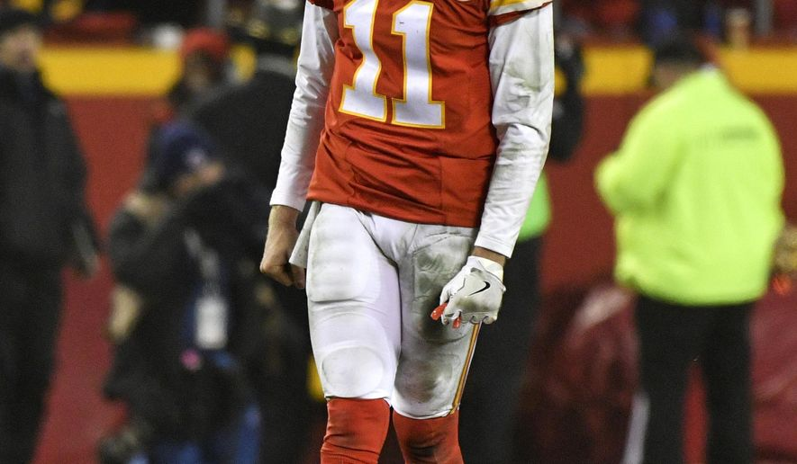 Kansas City Chiefs quarterback Alex Smith reacts after an incomplete pass during the second half of an NFL divisional playoff football game against the Pittsburgh Steelers on Sunday, Jan. 15, 2017, in Kansas City, Mo. (AP Photo/Ed Zurga)