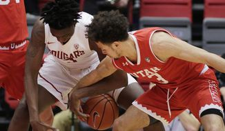 Utah guard Devon Daniels, right, steals the ball from Washington State forward Robert Franks during the first half of an NCAA college basketball game in Pullman, Wash., Wednesday, Jan. 18, 2017. (AP Photo/Young Kwak)