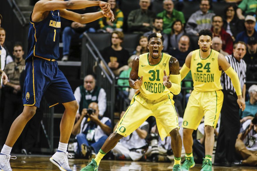 Oregon guard Dylan Ennis (31), reacts against California as Oregon forward Dillon Brooks (24), looks down court in an NCAA college basketball game Thursday, Jan. 19, 2017, in Eugene, Ore. (AP Photo/Thomas Boyd)