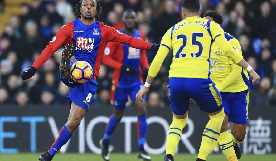 Crystal Palace's Loic Remy, left, controls the ball, during the English Premier League soccer match between Crystal Palace and Everton, at Selhurst Park, in London, Saturday, Jan. 21, 2017. ( John Walton/PA via AP)