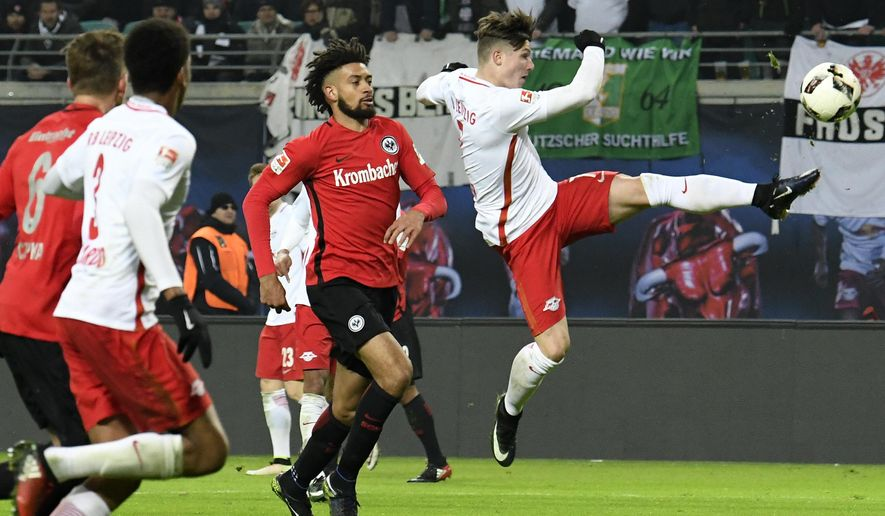 Leipzig's Marcel Sabitzer, right, challenges for the ball during the German first division Bundesliga soccer match between RB Leipzig and Eintracht Frankfurt in Leipzig, Germany, Saturday, Jan. 21, 2017. (AP Photo/Jens Meyer)