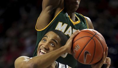 Richmond's ShawnDre' Jones (3) eyes the hoop as he duels with George Mason's Jaire Grayer during first-half NCAA college basketball game action Sunday, Jan. 22, 2017, in Richmond, Va. (Joe Mahoney/Richmond Times-Dispatch via AP)