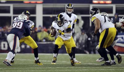 Pittsburgh Steelers running back DeAngelo Williams (34) carries the ball during the first half of the AFC championship NFL football game against the New England Patriots, Sunday, Jan. 22, 2017, in Foxborough, Mass. (AP Photo/Elise Amendola)