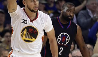 Golden State Warriors' Stephen Curry, left, celebrates a score in front of Los Angeles Clippers' Raymond Felton (2) during the first half of an NBA basketball game Saturday, Jan. 28, 2017, in Oakland, Calif. (AP Photo/Ben Margot)