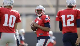 New England Patriots quarterback Jacoby Brissett, center, participates in a drill during practice for the NFL Super Bowl 51 football game against the Atlanta Falcons. Wednesday, Feb. 1, 2017, in Houston. (AP Photo/Charlie Riedel)