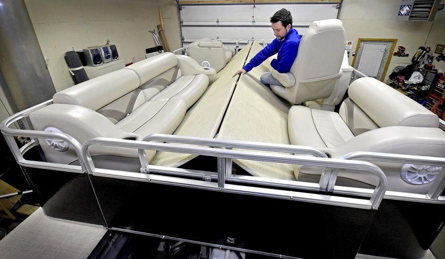 Oakdale man, deceased father create foldable pontoon boat