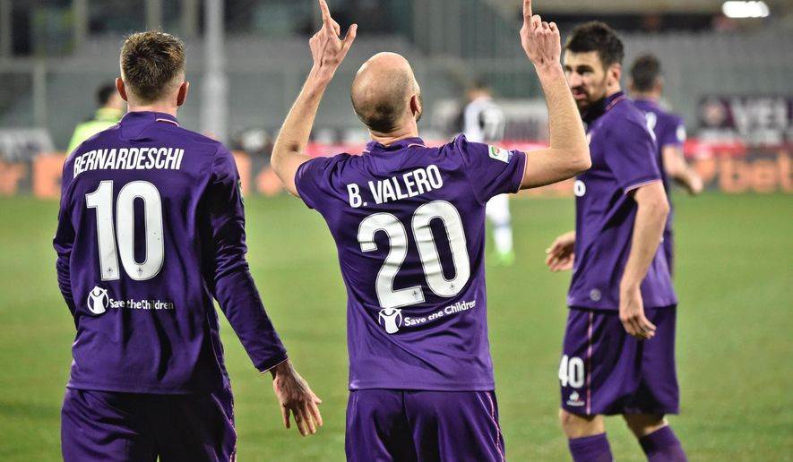 Fiorentina's Borja Valero celebrates after scoring during the Italian Serie A soccer match between Fiorentina and Udinese at the Artemio Franchi stadium in Florence, Italy, Feb. 11 2017. (Maurizio Degl'Innocenti/ANSA via AP)