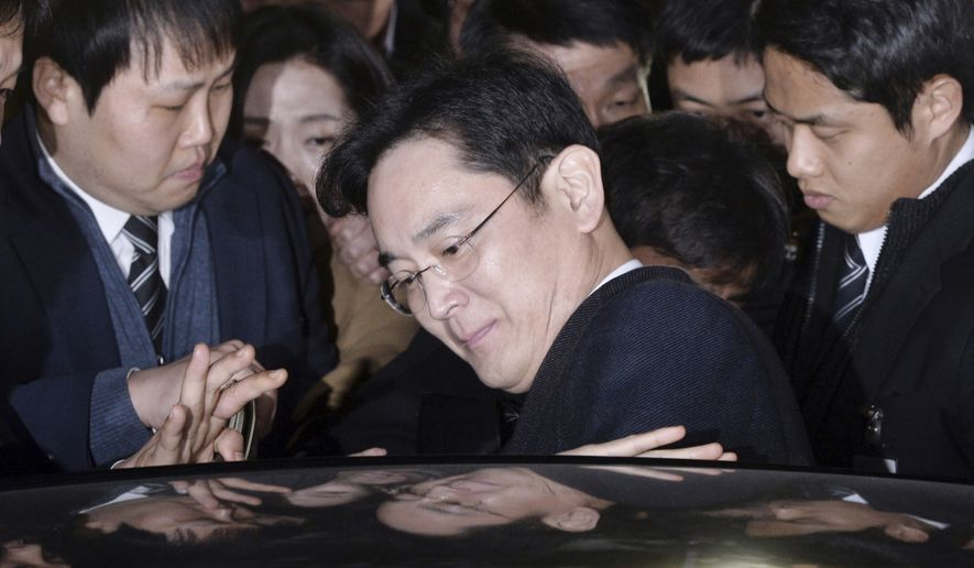 Lee Jae-yong, vice chairman of Samsung Electronics Co., gets into a car to leave after attending a hearing at the Seoul Central District Court in Seoul, South Korea, Thursday, Feb. 16, 2017. (Choi Jae-koo/Yonhap via AP)