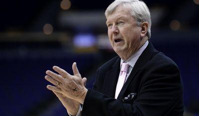 Texas A&M coach Gary Blair applaud during the team's NCAA college basketball game against LSU, Thursday, Feb. 16, 2017, in Baton Rouge, La. (Hilary Scheinuk/The Advocate via AP)