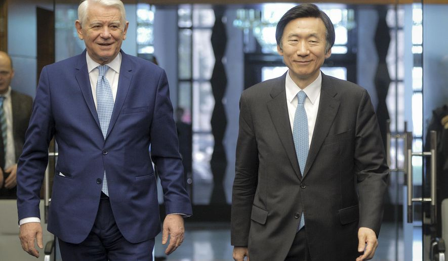 South Korean Foreign Minister Yun Byung Se, right, walks with Romanian counterpart Teodore Melescanu before a press conference in Bucharest, Romania, Monday, Feb. 20, 2017. (AP Photo/Andreea Alexandru)