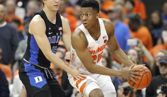Syracuse's Tyus Battle, right, looks to pass the ball as Duke's Luke Kennard defends during the first half of an NCAA college basketball game in Syracuse, N.Y., Wednesday, Feb. 22, 2017. (AP Photo/Nick Lisi)