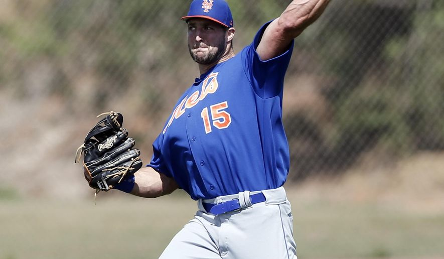 Former NFL quarterback and New York Mets outfielder Tim Tebow works during a spring training baseball practice Monday, Feb. 27, 2017, in Port St. Lucie, Fla. (AP Photo/John Bazemore)