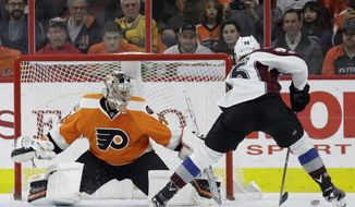 Colorado Avalanche's Mikko Rantanen, right, cannot get a penalty shot past Philadelphia Flyers' Steve Mason during the second period of an NHL hockey game, Tuesday, Feb. 28, 2017, in Philadelphia. (AP Photo/Matt Slocum)