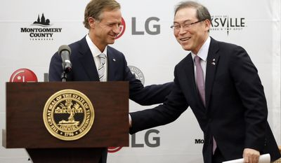 Tennessee Gov. Bill Haslam, left, introduces Dan Song, the president of LG's home appliances division, during an announcement Tuesday, Feb. 28, 2017, in Nashville, Tenn. It was announced that South Korean appliance maker LG Electronics Inc. has selected Clarksville, Tenn., as the site for its washing machine plant in the United States. The 829,000-square-foot facility is projected to cost $250 million and create 600 new jobs. (AP Photo/Mark Humphrey)