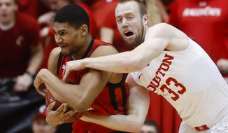 Cincinnati's Kyle Washington, left, wrestles for the ball against Houston's Kyle Meyer (33) during the first half of an NCAA college basketball game, Thursday, March 2, 2017, in Cincinnati. (AP Photo/John Minchillo)