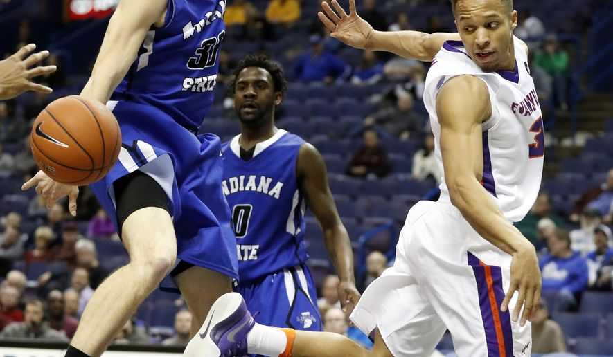 Evansville's Jaylon Brown, right, passes behind his back as Indiana State's Everett Clemons and Matt Van Scyoc, left, defend during the first half of an NCAA college basketball game in the Missouri Valley Conference tournament Thursday, March 2, 2017, in St. Louis. (AP Photo/Jeff Roberson)