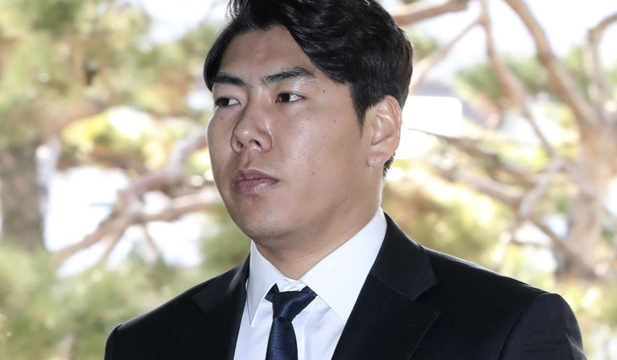 Pittsburgh Pirates infielder Jung Ho Kang arrives at the Seoul Central District Court in Seoul, South Korea, Friday, March 3, 2017. A South Korean court has handed Kang a suspended two-year prison sentence for fleeing the scene after crashing a car into a guardrail while driving under the influence of alcohol. (Ha Sa-hun/Yonhap via AP)