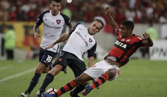 Gabriel, of Brazil's Flamengo, right, fights for the ball with Fernando Belluschi, of Argentina's San Lorenzo, during a Copa Libertadores soccer match at Maracana stadium in Rio de Janeiro, Brazil, Wednesday, March 8, 2017. (AP Photo/Felipe Dana)
