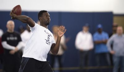 Jeremy Johnson throws a pass during Auburn's football Pro Day, Friday, March 10, 2017, in Auburn, Ala. (Albert Cesare/The Montgomery Advertiser via AP)