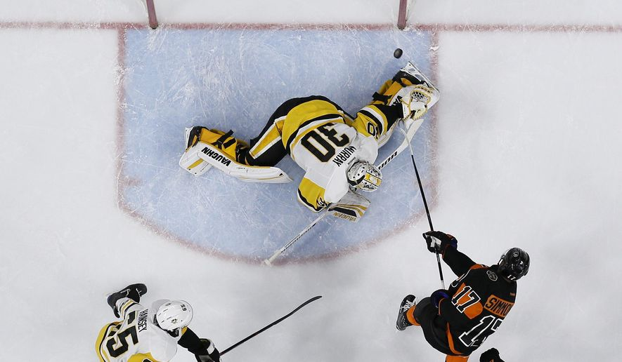 Philadelphia Flyers' Wayne Simmonds (17) scores a goal against Pittsburgh Penguins' Matt Murray (30) as Brayden Schenn (10) and Ron Hainsey (65) watch during the second period of an NHL hockey game, Wednesday, March 15, 2017, in Philadelphia. (AP Photo/Matt Slocum)