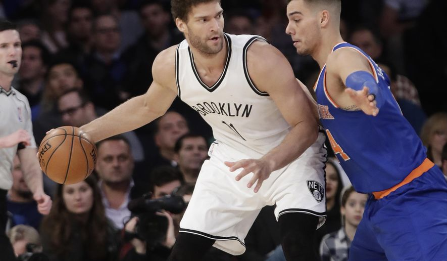 New York Knicks' Willy Hernangomez, right, defends Brooklyn Nets' Brook Lopez during the first half of an NBA basketball game Thursday, March 16, 2017, in New York. (AP Photo/Frank Franklin II)