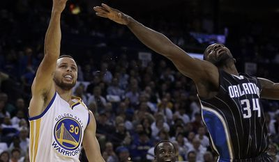Golden State Warriors' Stephen Curry shoots over Orlando Magic's Jeff Green (34) during the second half of an NBA basketball game Thursday, March 16, 2017, in Oakland, Calif. (AP Photo/Ben Margot)
