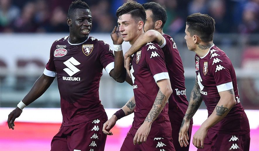 Torino's Daniele Baselli, center, jubilates after scoring during an Italian Serie A soccer match between Torino and Inter Milan at the Olympic Stadium in Turin, Italy, Saturday, March 18,  2017 (Alessandro Di Marco/ANSA via AP)