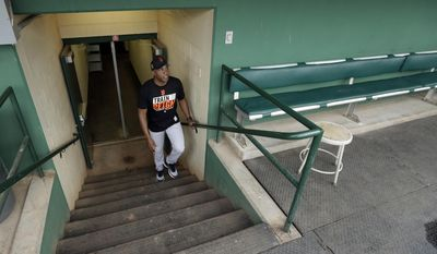 Barry Bonds walks out of the clubhouse to a news conference Wednesday, March 22, 2017, in Scottsdale, Ariz. Bonds has joined the San Francisco Giants front office as a special adviser. (AP Photo/Darron Cummings)