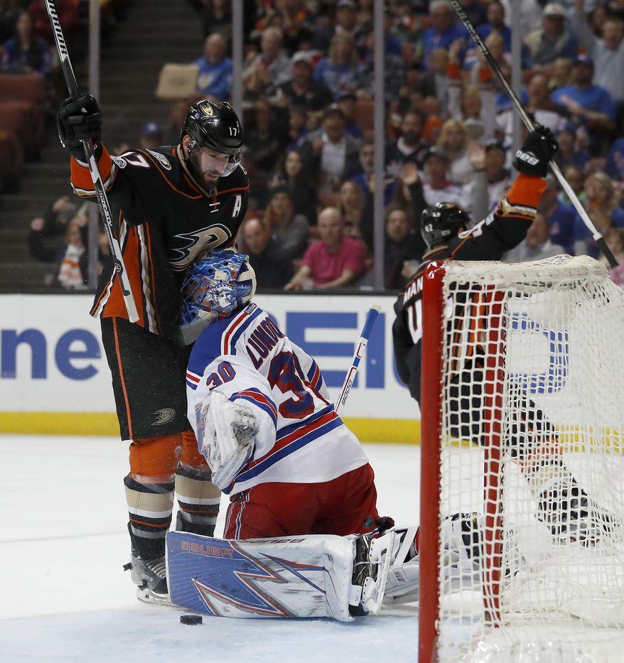 Anaheim Ducks center Ryan Kesler, left, runs into New York Rangers goalie Henrik Lundqvist, of Sweden, as defenseman Josh Manson, right, skates away after scoring a goal during the second period of an NHL hockey game, Sunday, March 26, 2017, in Anaheim, Calif. (AP Photo/Ryan Kang)