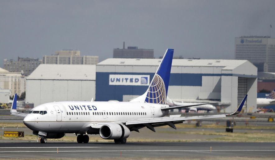 United Airlines passenger plane lands at Newark Liberty International Airport in Newark, N.J., in this Sept. 8, 2015, file photo. (AP Photo/Mel Evans, File)