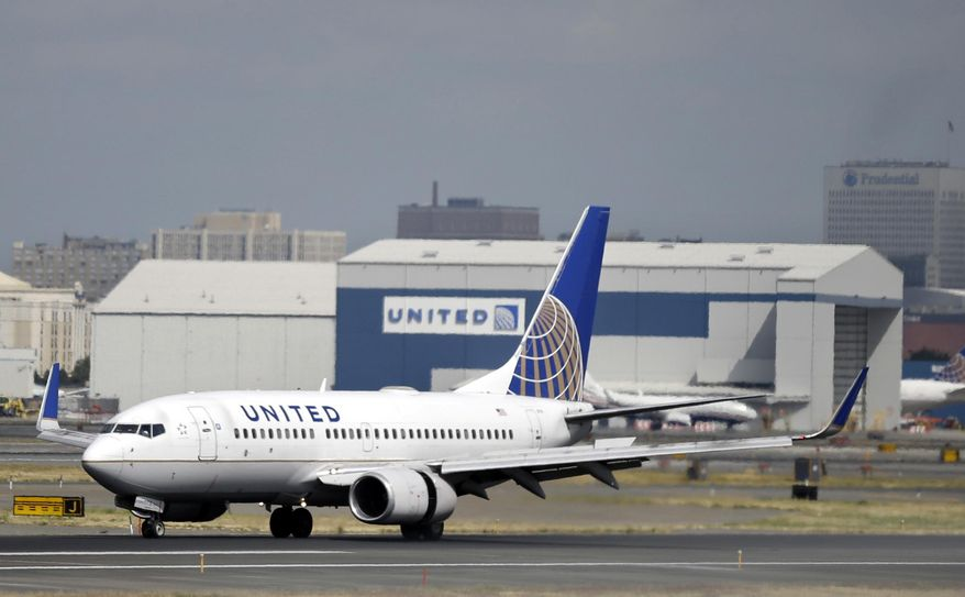 United Airlines passenger plane lands at Newark Liberty International Airport in Newark, N.J., in this Sept. 8, 2015, file photo. (AP Photo/Mel Evans, File)