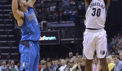 Memphis Grizzlies guard Troy Daniels (30) attempts a 3-point shot against Dallas Mavericks guard Devin Harris (34) in the second half of an NBA basketball game Friday, March 31, 2017, in Memphis, Tenn. (AP Photo/Brandon Dill)