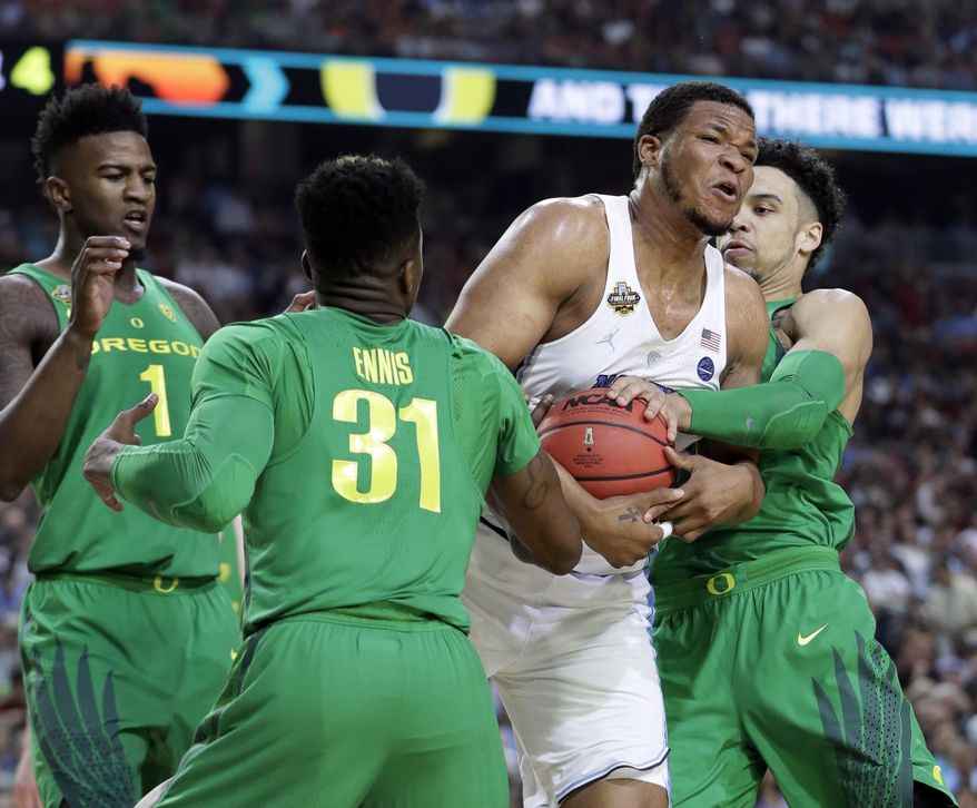 North Carolina's Kennedy Meeks drives between Oregon's Dylan Ennis (31) and Dillon Brooks during the first half in the semifinals of the Final Four NCAA college basketball tournament, Saturday, April 1, 2017, in Glendale, Ariz. (AP Photo/Mark Humphrey)