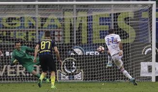 Sampdoria's Fabio Quagliarella scores on a penalty during a Serie A soccer match between Inter Milan and Sampdoria, at the San Siro stadium in Milan, Italy, Monday, April 3, 2017. (AP Photo/Antonio Calanni)