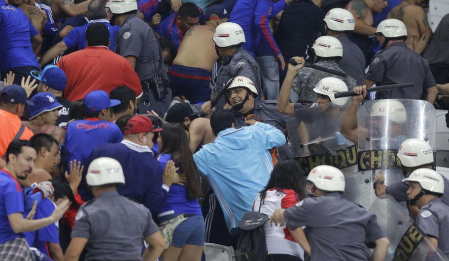 Universidad de Chile fans clash with the police during a Copa Sudamericana soccer match against Brazil's Corinthians in Sao Paulo, Brazil, Wednesday, April 5, 2017. (AP Photo/Nelson Antoine)